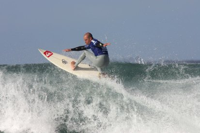 Kelly Slater shows us how it should be done.